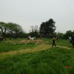 20 avril 2014 - La traditionnelle chasse aux oeufs à l'occasion des fêtes de Pâques a eu lieu derrière l'école maternelle en présence de nombreux participants: le Maire, les élus et une centaine d'enfants.